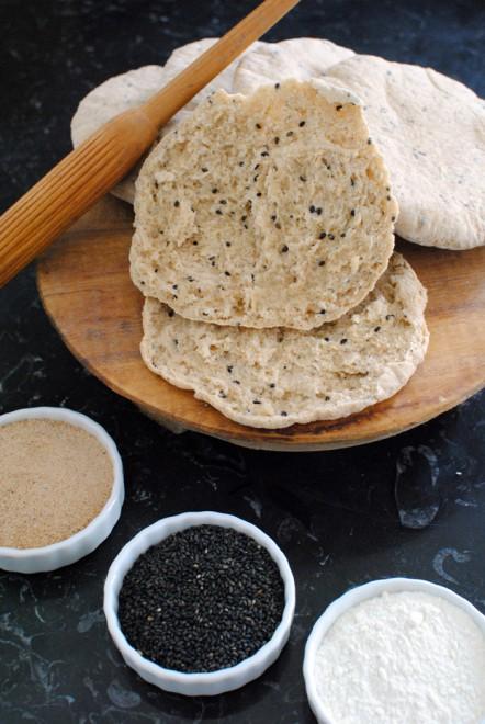 Naan alla farina di grano tostata e semi di sesamo neri 1