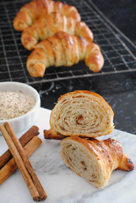 Cinnamon and Almond Croissants - Croissants alla cannella e mandorle 1