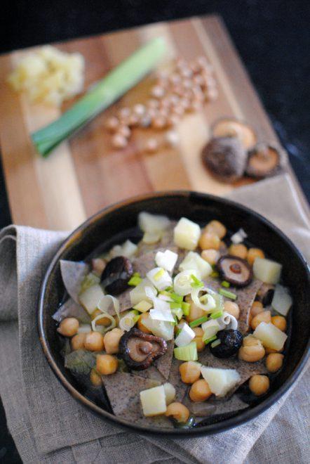 Pasta di grano saraceno in brodo autunnale 1